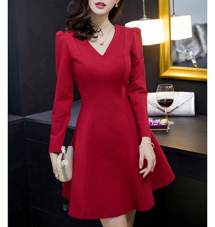 Fit and Flare Dress – Red / Three Quarter Length Sleeves / Round Neckline